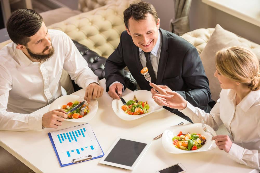 Normas para mantener el tipo en una comida de negocios